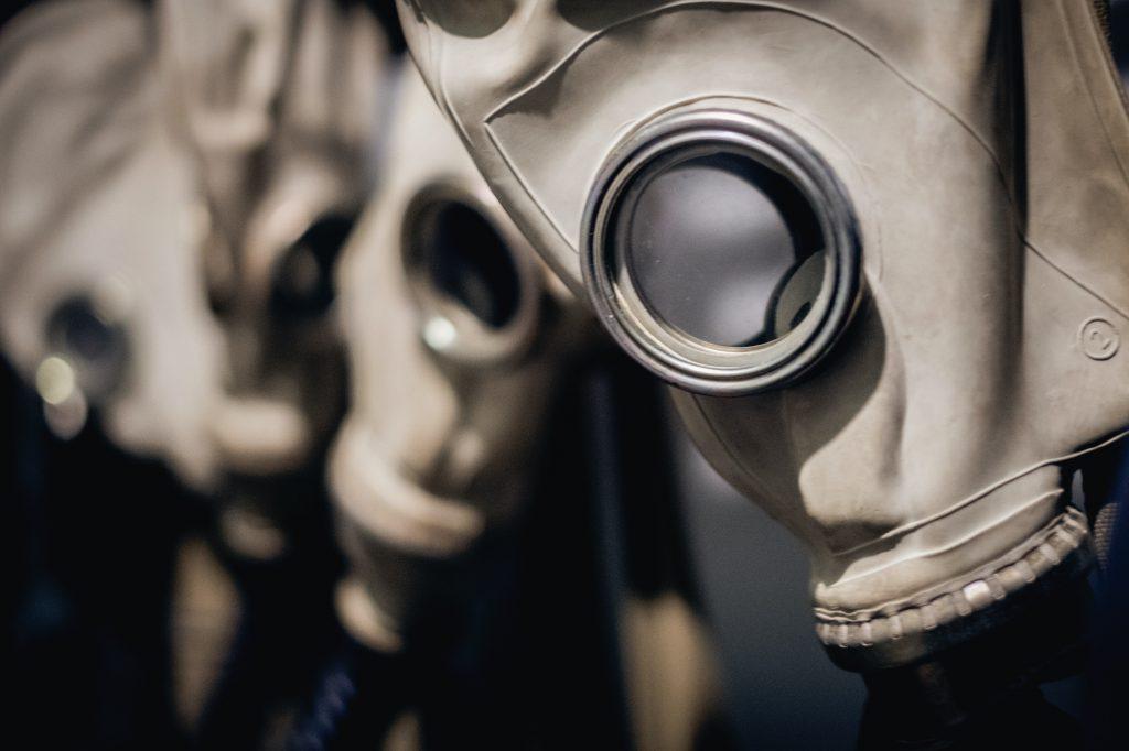 Maschere antigas in un bunker antiatomico a Nowa Huta