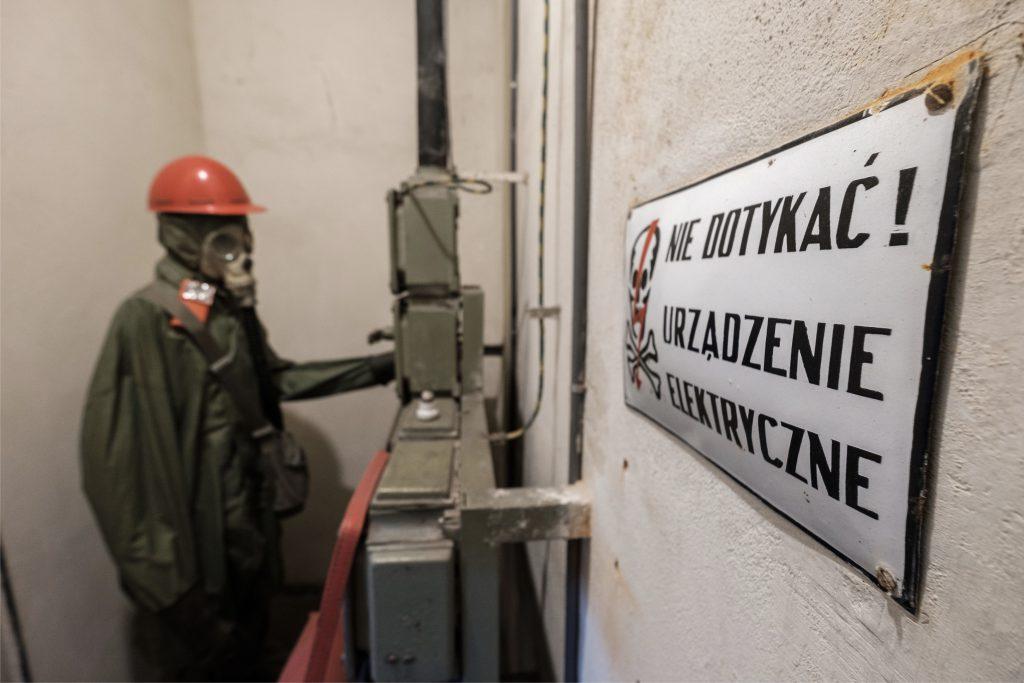 Operatore in un bunker antiatomico di Nowa Huta