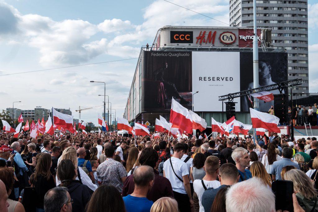 Piazza manifestanti Varsavia